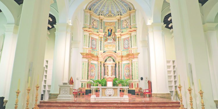 La Basilica Santa Maria La Antigua Corazon De La Iglesia